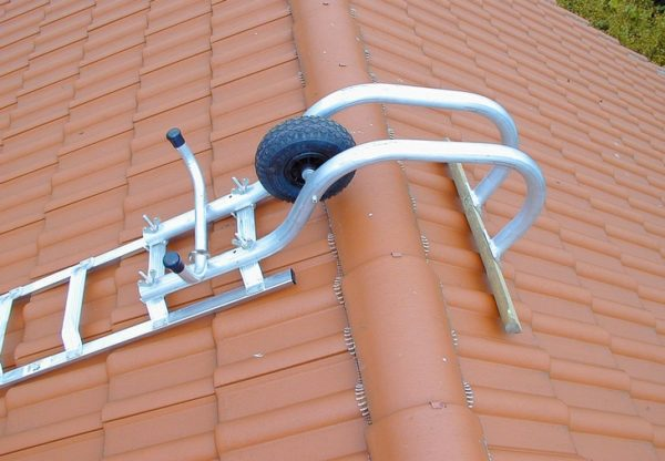 staircase holder for roofing