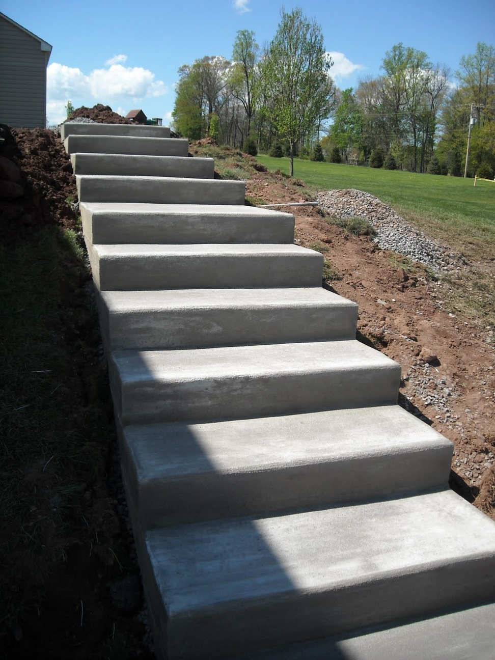 outdoor concrete stairs - Staircase design on Backyard Stairs Design id=20154